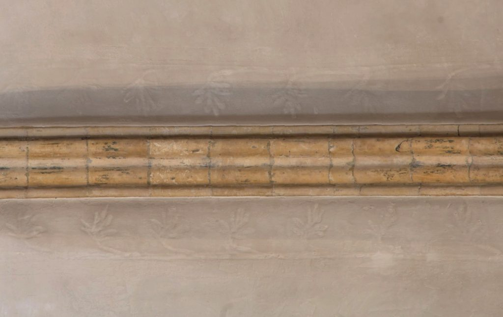 Image of longitudinal ridge rib in east crossing vault at Lincoln Cathedral, showing marks of flanking scrollwork in the plaster on either side of the rib