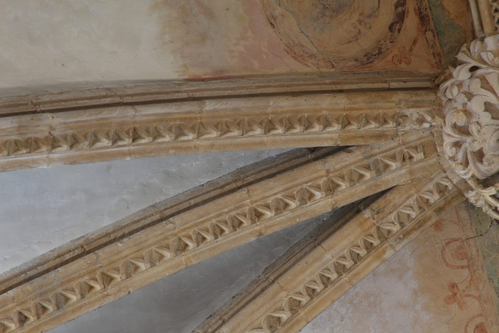 Image of dogtooth pattern rib moulding in the south arm of the great transept at Lincoln Cathedral
